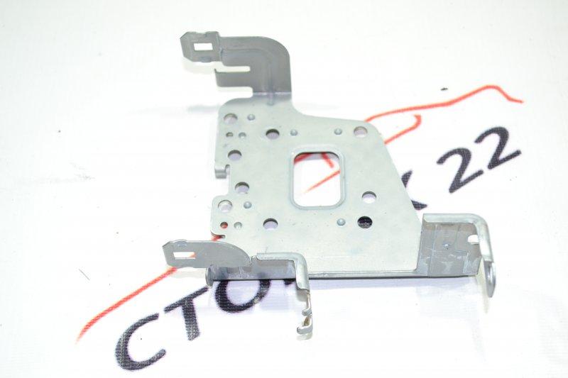 Крепление магнитофона Toyota Corolla NZE121 1NZ 2002 левое (б/у)