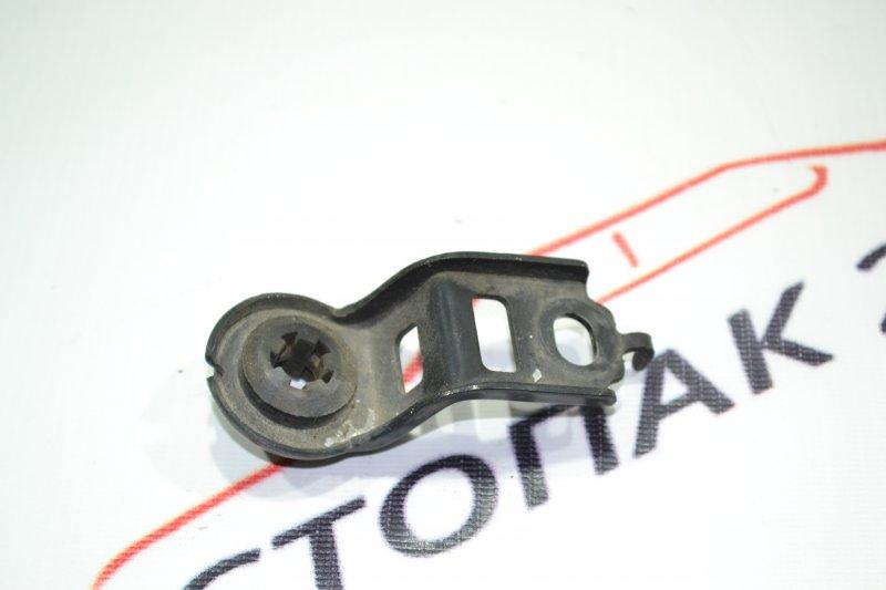 Крепление радиатора охлаждения Toyota Corolla NZE121 1NZ 2002 верхнее (б/у)