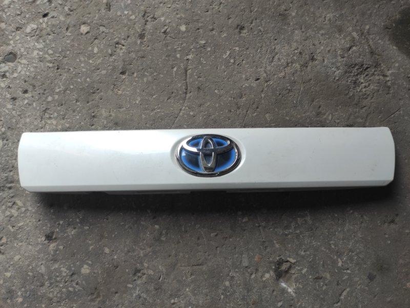 Накладка 5-й двери Toyota Prius ZVW40 2011 (б/у)
