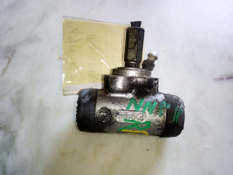 Рабочий тормозной цилиндр Toyota Porte NNP11 правый (б/у)
