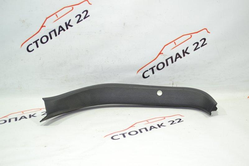 Обшивка двери багажника Toyota Runx NZE121 1NZ 2002 правая (б/у)