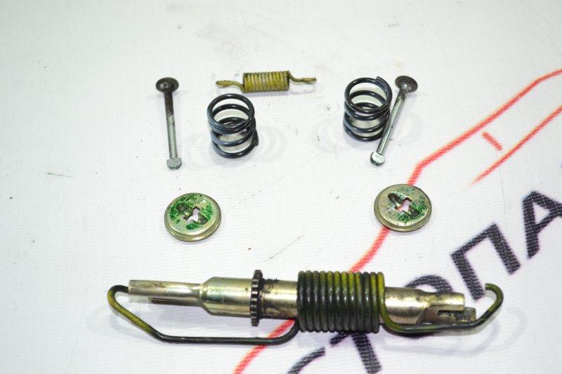 Механизм стояночного тормоза Toyota Runx NZE121 1NZ 2002 задний правый (б/у)