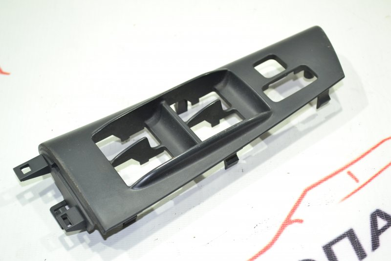Накладка кнопки стеклоподьёмника Toyota Runx NZE121 1NZ 2002 передняя правая (б/у)