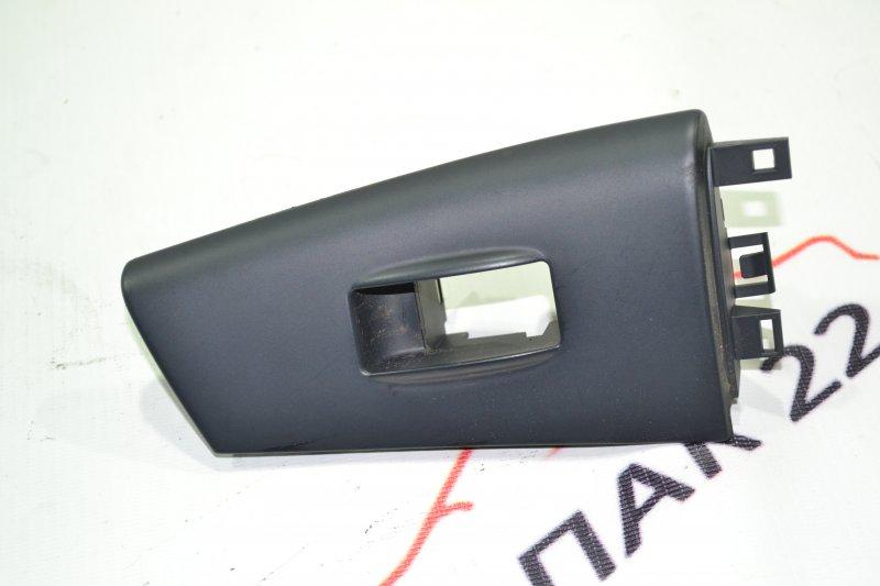 Накладка кнопки стеклоподьёмника Toyota Runx NZE121 1NZ 2002 задняя левая (б/у)