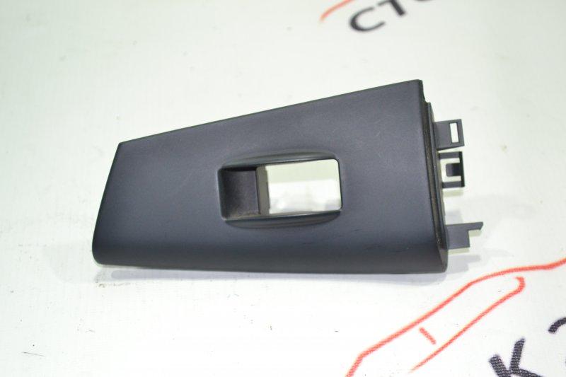 Накладка кнопки стеклоподьёмника Toyota Runx NZE121 1NZ 2002 задняя правая (б/у)