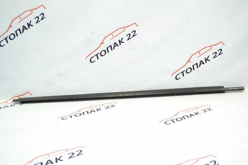 Молдинг стекла Toyota Runx NZE121 1NZ 2002 передний левый (б/у)