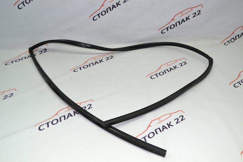 Уплотнитель стекла бокового Toyota Runx NZE121 1NZ 2002 передний левый (б/у)
