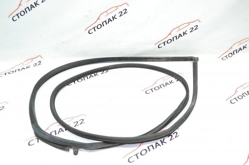 Уплотнительная резинка дверей Toyota Runx NZE121 1NZ 2002 передняя правая (б/у)