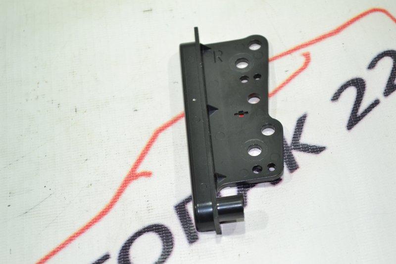 Крепление магнитофона Toyota Runx NZE121 1NZ 2002 (б/у)