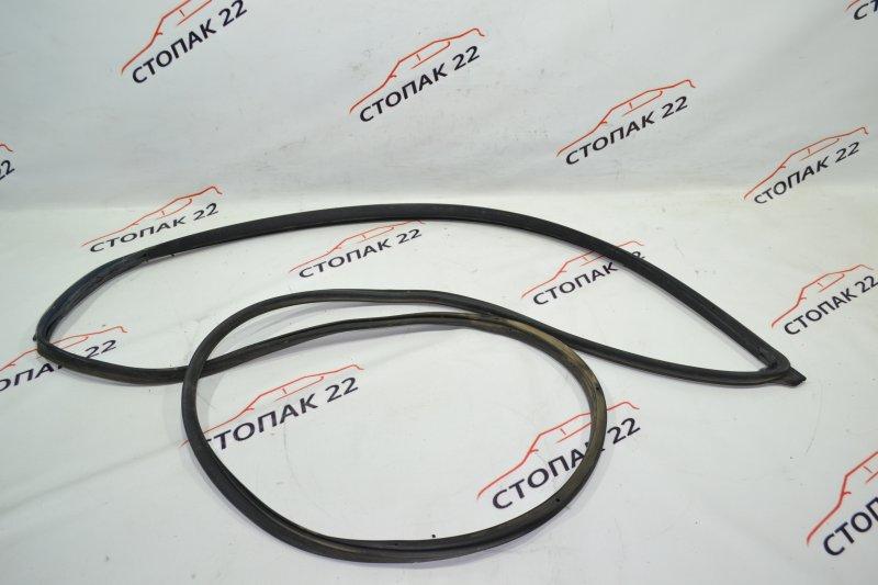 Уплотнительная резинка дверей Toyota Corolla NZE121 1NZ 2001 передняя правая (б/у)