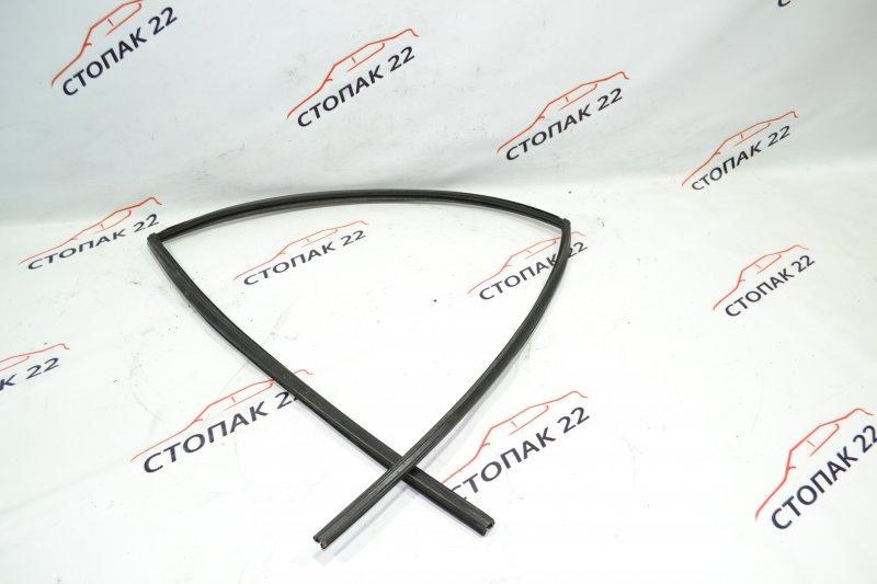 Уплотнитель стекла бокового Toyota Corolla NZE121 1NZ 2001 задний правый (б/у)