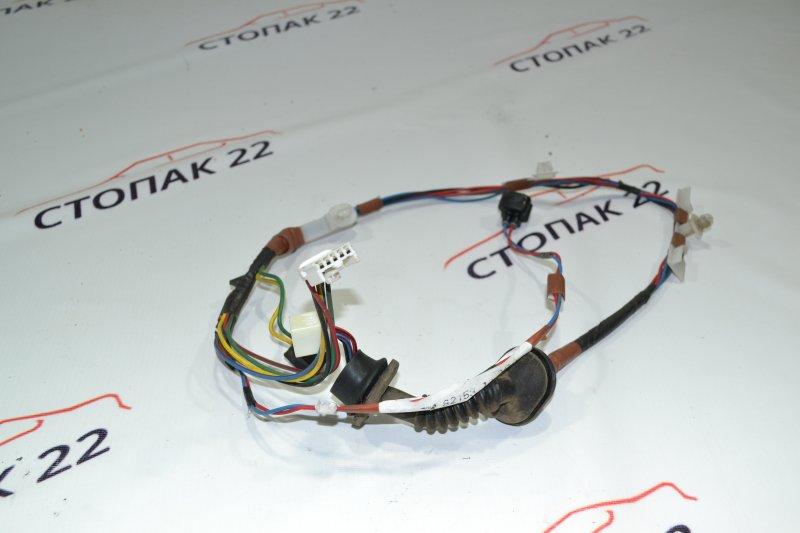 Проводка с двери Toyota Corolla NZE121 1NZ 2001 задняя (б/у)