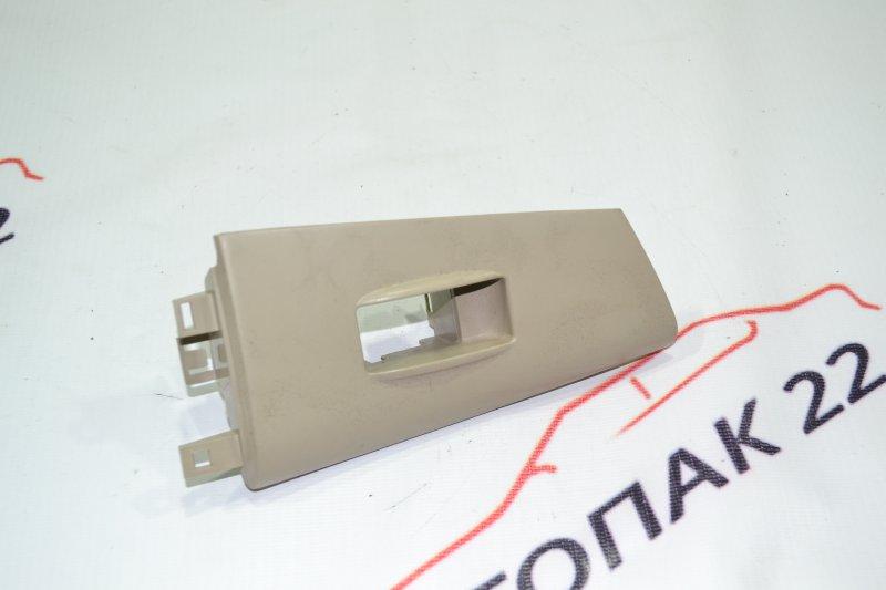 Накладка кнопки стеклоподьёмника Toyota Corolla NZE121 1NZ 2001 задняя правая (б/у)