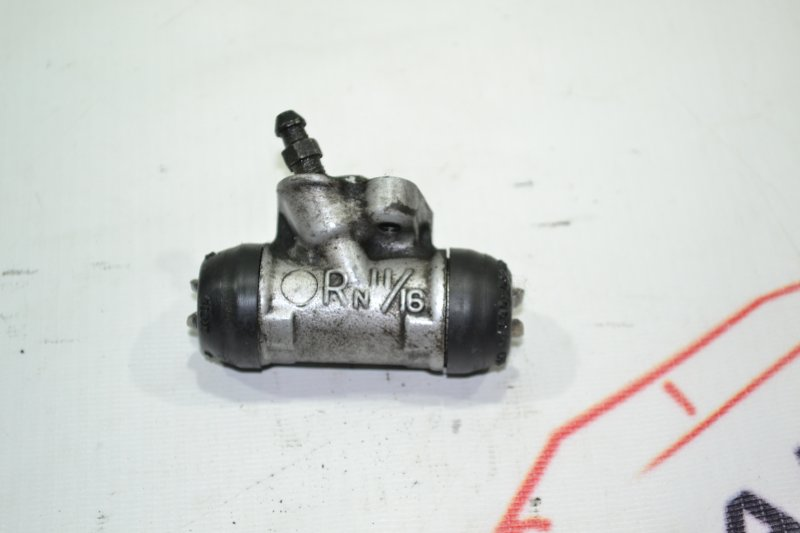 Тормозной цилиндр Toyota Corolla NZE121 1NZ 2001 задний правый (б/у)