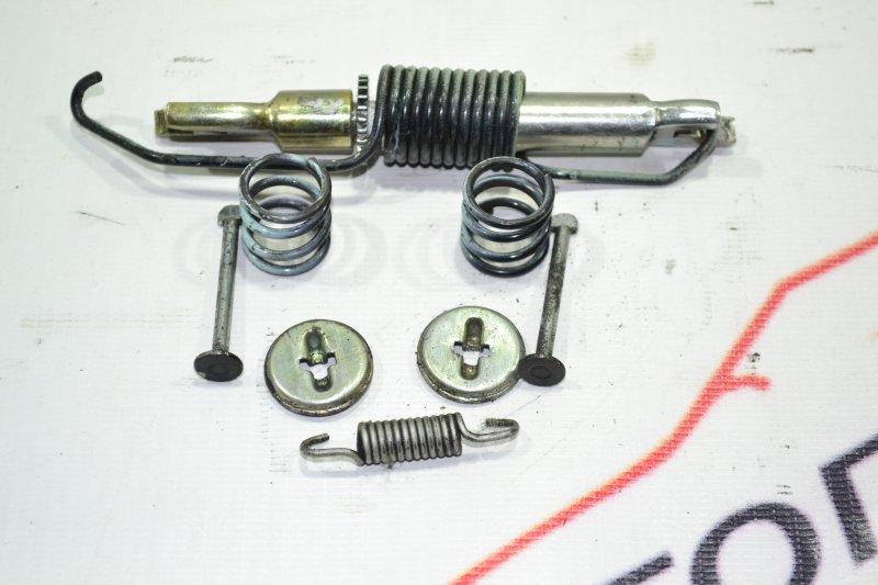 Механизм стояночного тормоза Toyota Corolla NZE121 1NZ 2001 задний правый (б/у)