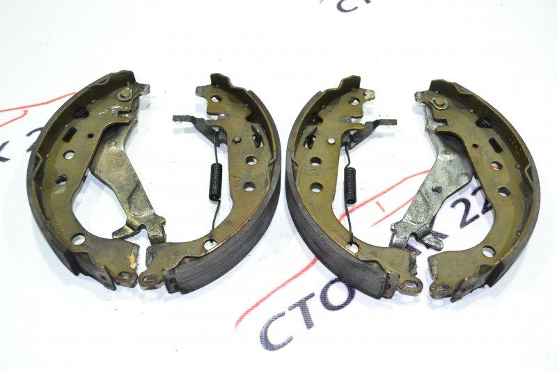 Тормозные колодки Toyota Corolla NZE121 1NZ 2001 заднее (б/у)