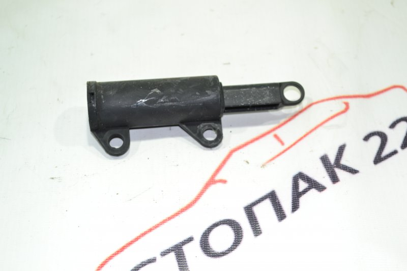 Амортизатор бардачка Toyota Corolla NZE121 1NZ 2001 (б/у)