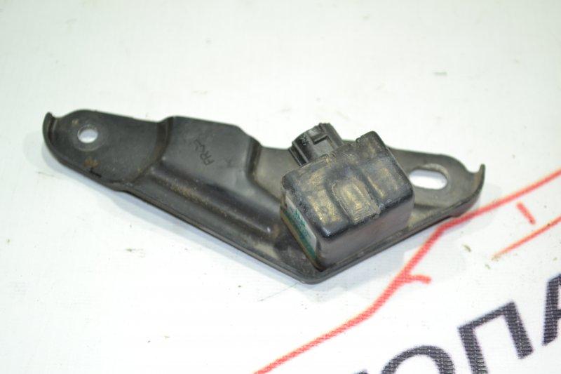 Датчик air bag Toyota Corolla NZE121 1NZ 2001 правый (б/у)