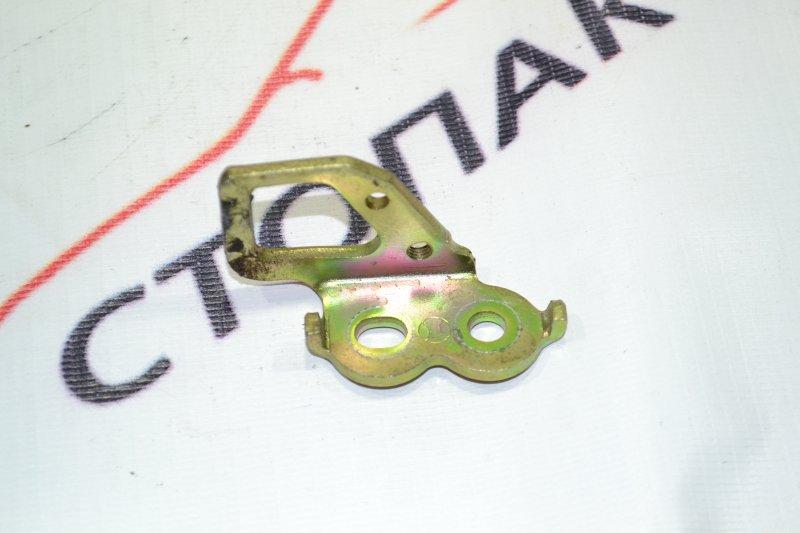Петля замка багажника Toyota Corolla NZE121 1NZ 2001 (б/у)