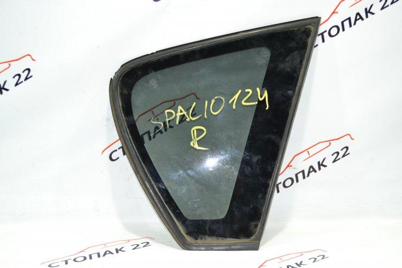 Стекло багажника Toyota Corolla NZE121 1NZ 2001 правое (б/у)