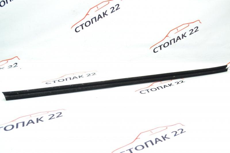 Молдинг стекла Toyota Corolla NZE121 1NZ 2001 передний правый (б/у)