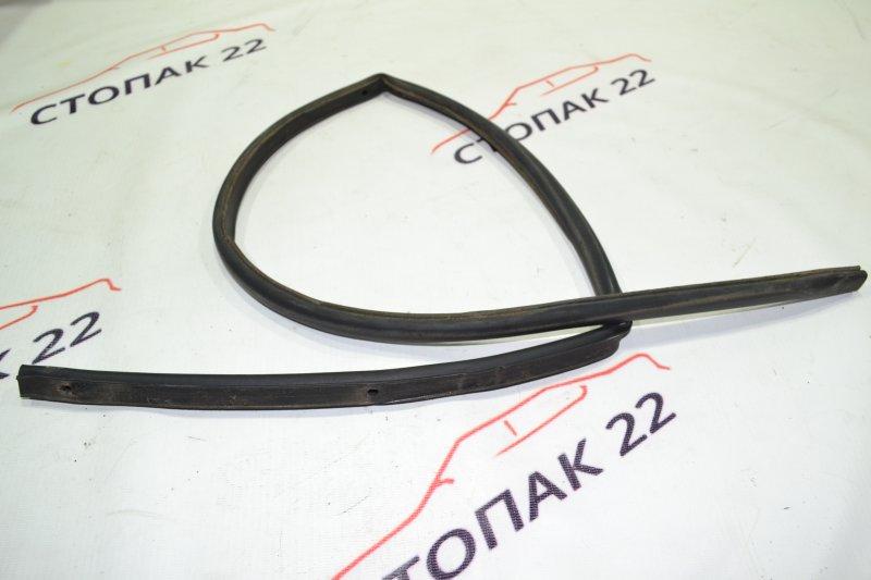 Уплотнитель жабо Toyota Corolla NZE121 1NZ 2002 (б/у)