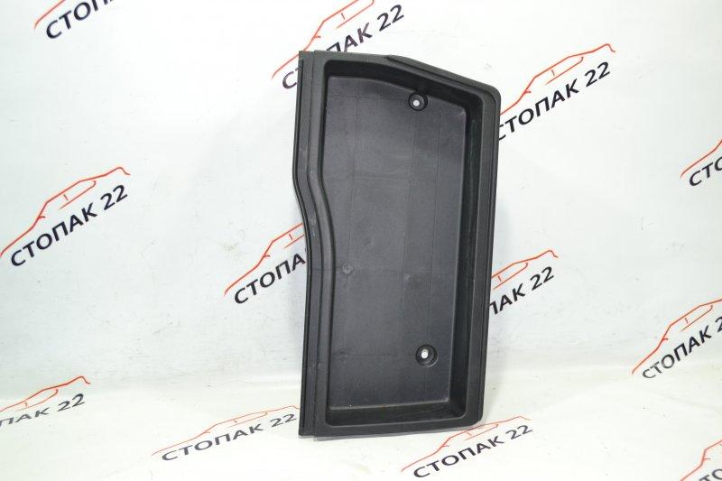 Ящик в багажник Toyota Runx NZE121 1NZ 2004 левый (б/у)