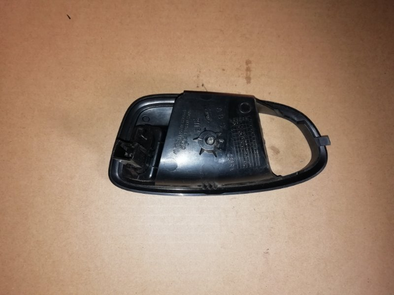 Накладка внутренней ручки Ford Mondeo 2.0 TDCI 2009 задняя правая (б/у)