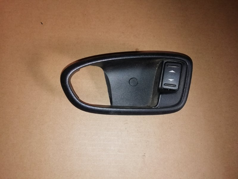 Накладка внутренней ручки Ford Mondeo 2.0 TDCI 2009 задняя левая (б/у)