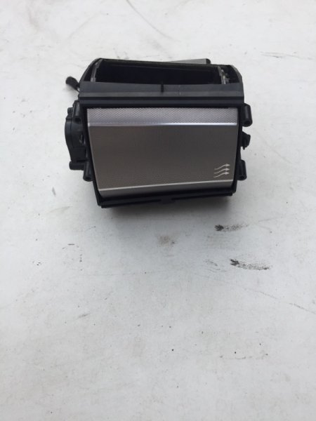 Дефлектор воздушный Jaguar Xf 3.0 D 2009 правый (б/у)