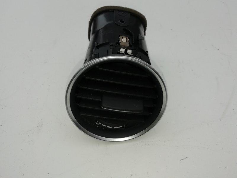 Дефлектор воздушный Mercedes C250 W204 1.8 2012 правый (б/у)