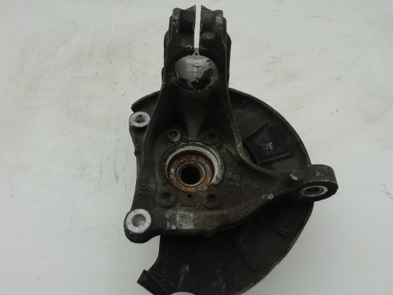 Кулак поворотный Volkswagen Passat B7 2.0 TDI передний правый (б/у)