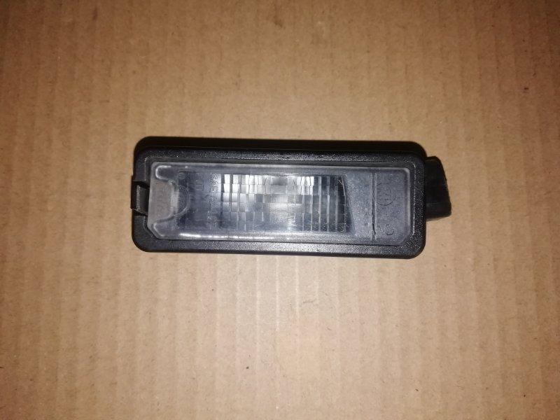 Фонарь освещения номерного знака Volkswagen Passat B7 2.0 TDI задний (б/у)
