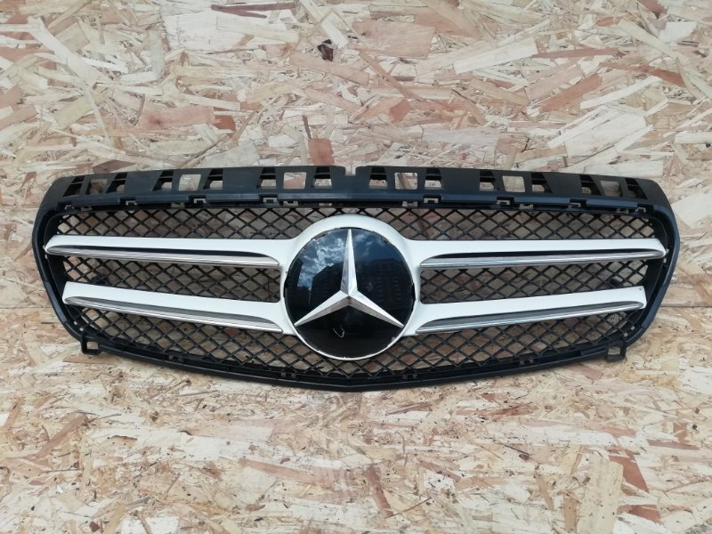 Решетка радиатора Mercedes A-Class W176 1.6 (б/у)