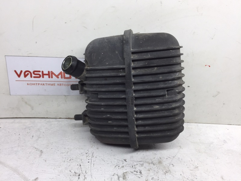 Резонатор воздушного фильтра Audi A4 B8 2.0 TFSI (б/у)