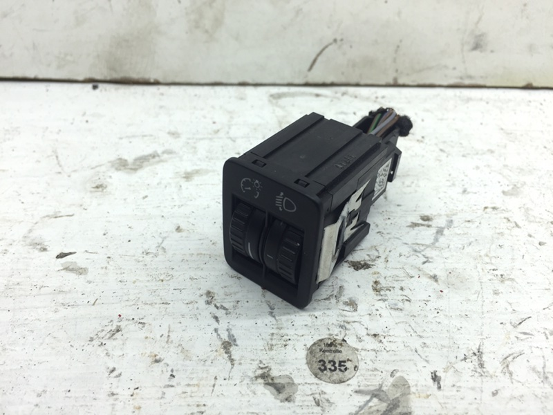 Кнопкa кoррeктора фар Volkswagen Passat B7 (б/у)