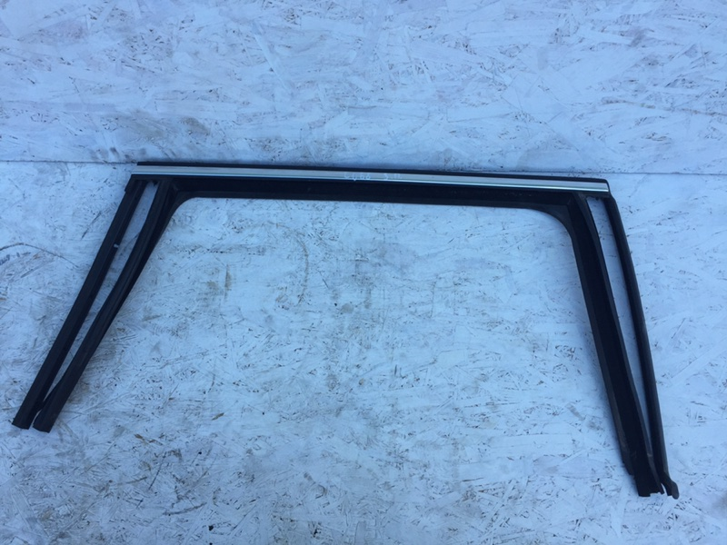 Уплотнитель стекла Volkswagen Passat B7 задний правый (б/у)