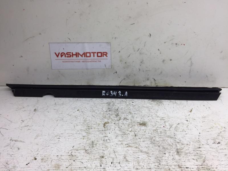 Уплотнитель стекла Mercedes C250 W204 1.8 2012 задний левый (б/у)