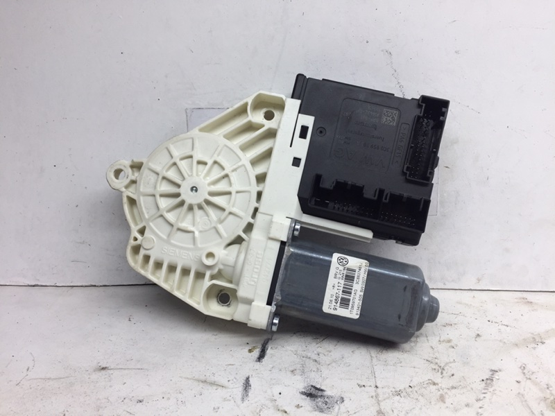 Мотор стеклоподъемника Volkswagen Passat Cc 2011 передний левый (б/у)