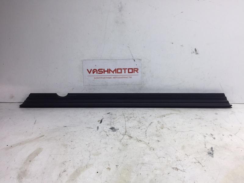 Уплотнитель стекла Mercedes C300 W204 3.5 2014 задний левый (б/у)