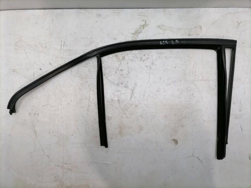 Уплотнитель стекла Mercedes E350 W212 3.5 2011 задний правый (б/у)