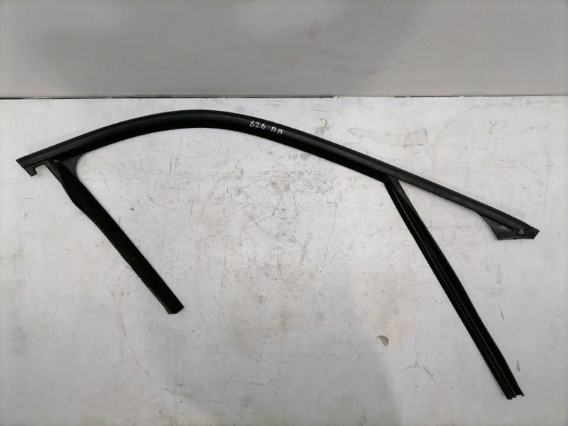 Уплотнитель стекла Mercedes E350 W212 3.5 2011 передний правый (б/у)