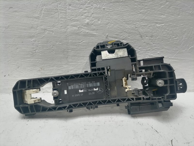 Кронштейн ручки Mercedes C300 W204 3.5 2012 задний правый (б/у)
