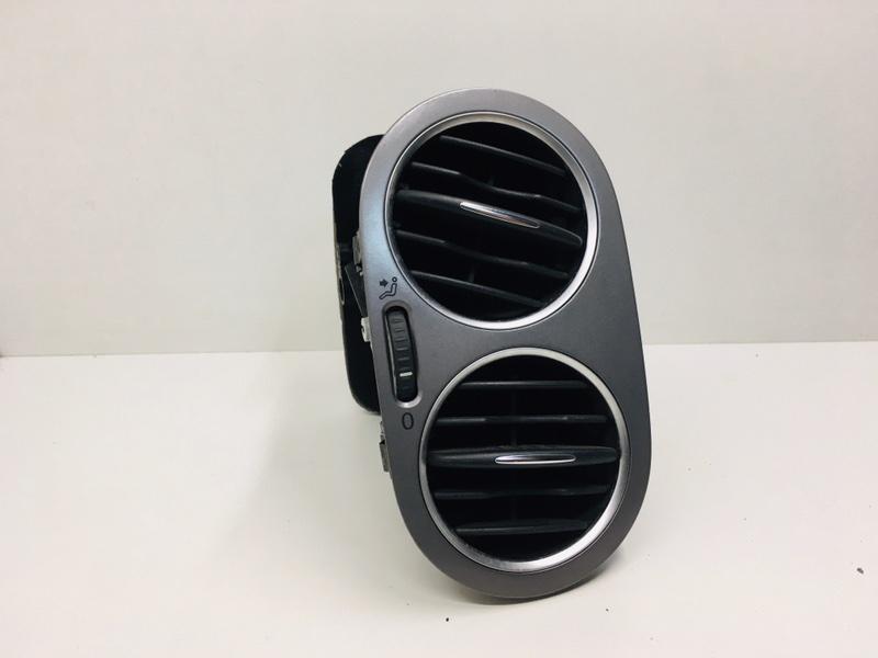 Дефлектор воздушный Volkswagen Tiguan 2.0 TDI 2010 передний правый (б/у)