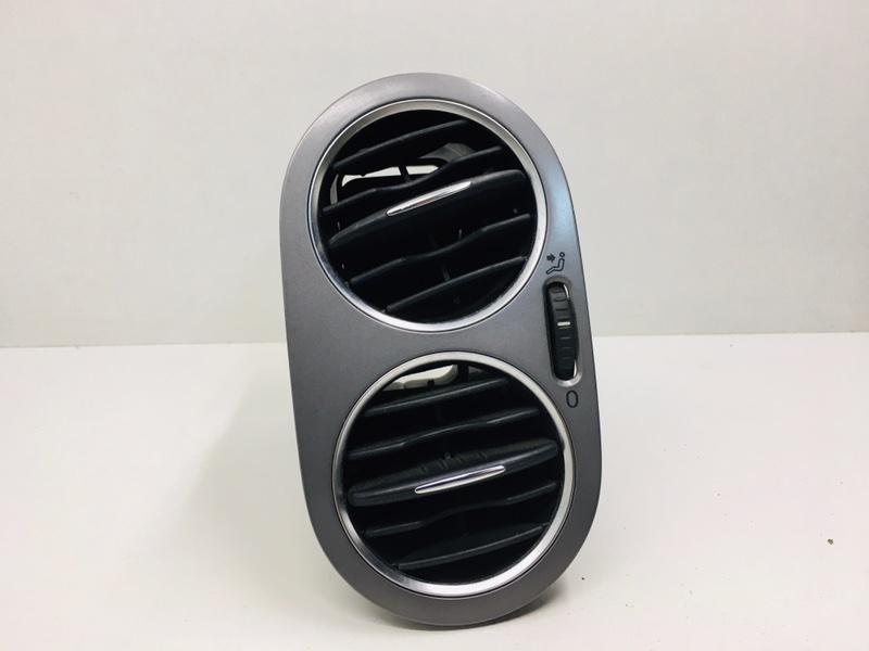 Дефлектор воздушный Volkswagen Tiguan 2.0 TDI 2010 передний левый (б/у)
