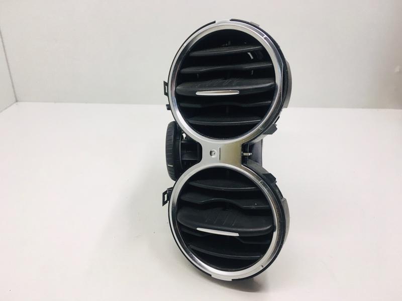 Дефлектор воздушный Volkswagen Tiguan 2.0 TDI 2010 левый (б/у)