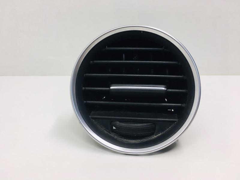 Дефлектор воздушный Mercedes C300 W204 3.5 2014 левый (б/у)