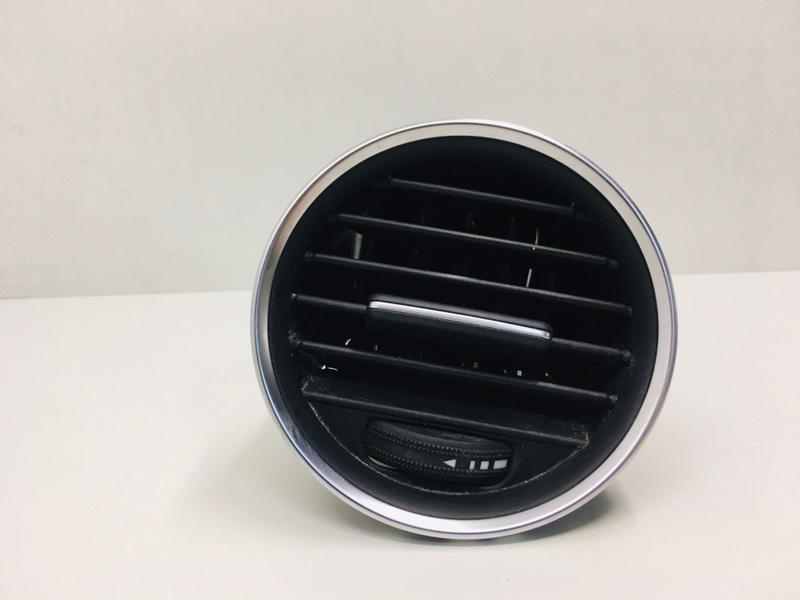 Дефлектор воздушный Mercedes C300 W204 3.5 2014 правый (б/у)