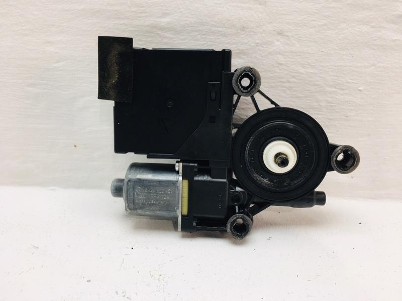 Мотор стеклоподъемника Volkswagen Passat B6 2.0 TDI 2010 передний правый (б/у)