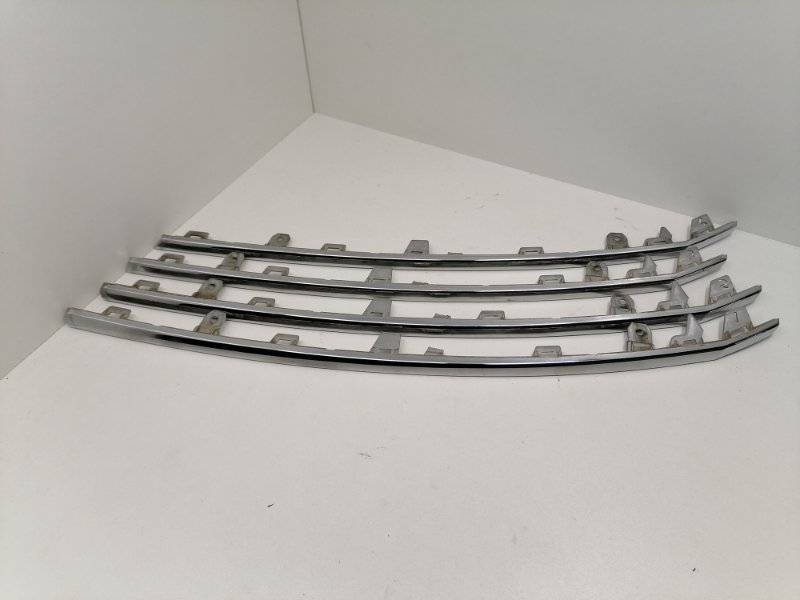 Молдинг решетки радиатора Volkswagen Tiguan 2.0 TFSI 2013 (б/у)